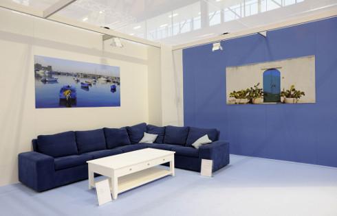 Voglia di mare blog arredamento divani letti poltrone for Divano blu colore pareti